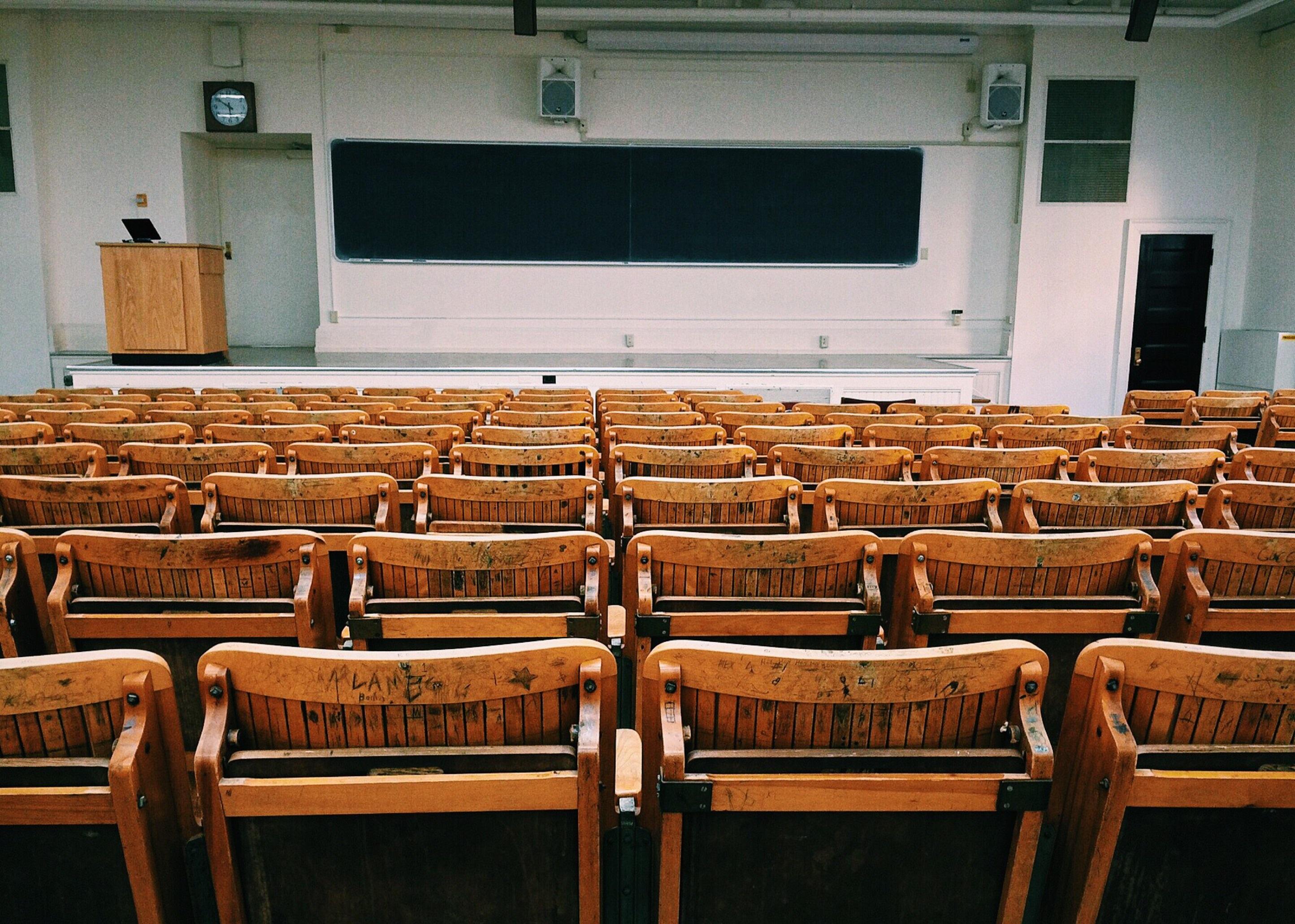 Bild eines Uni-Hörsaals