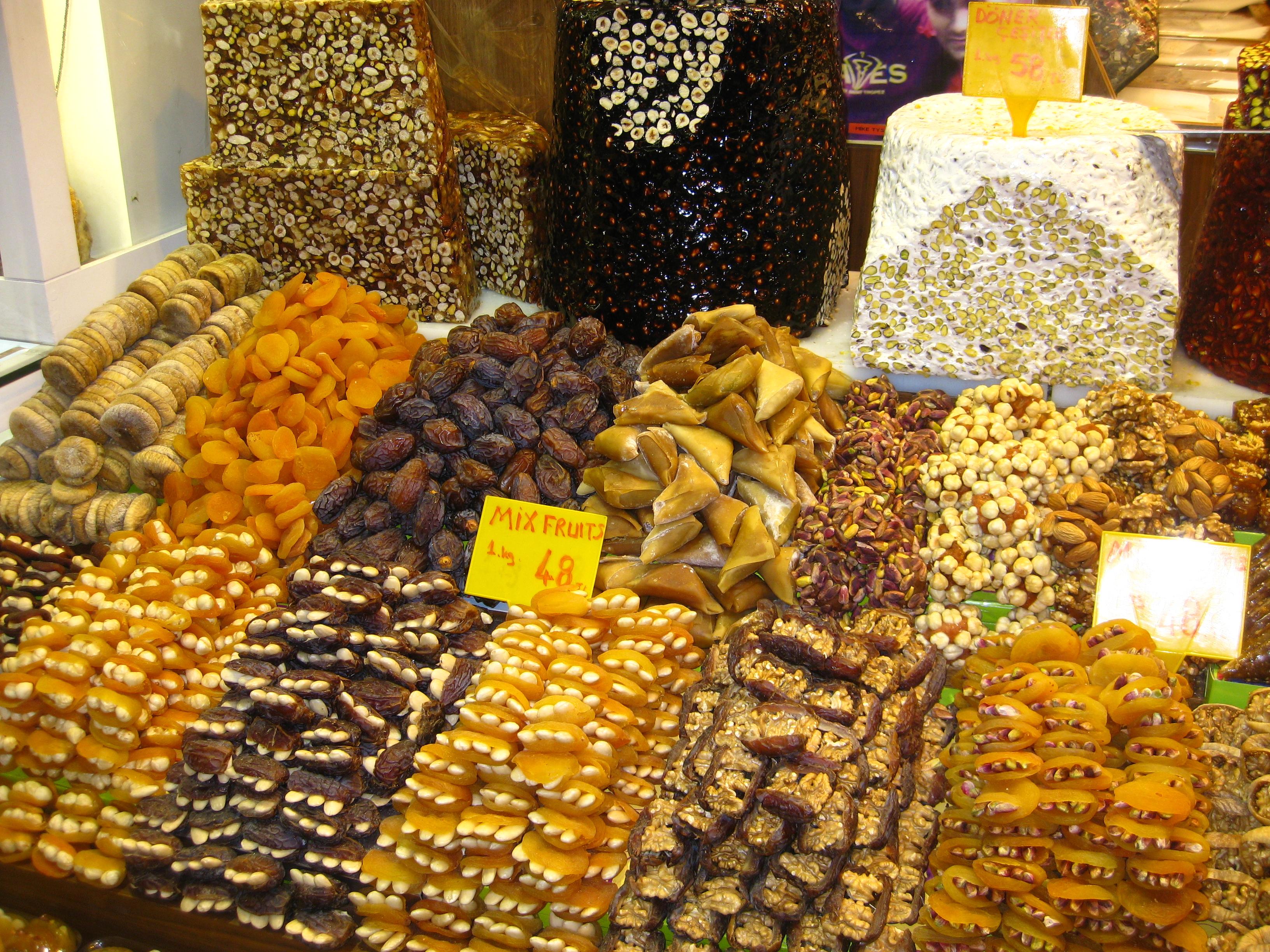 Verschiedene Süßigkeiten aus der Türkei.