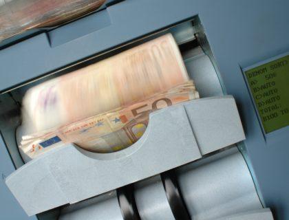 Geld wird automatisch gezählt