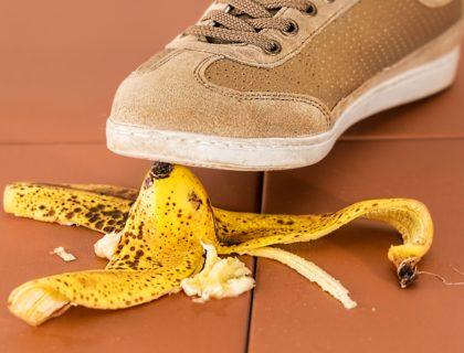 Fuß über Bananenschale