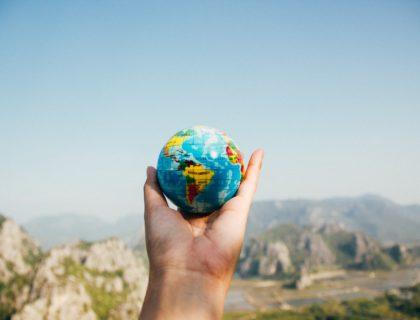 Globus in der Hand