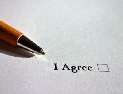 Stift auf Papier - Symbolbild zur ePrivacy-Verordnung