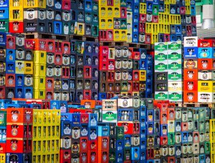 Plastikverpackungen, hier in Form von Bierkisten