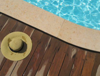 Pool und Sonnenhut
